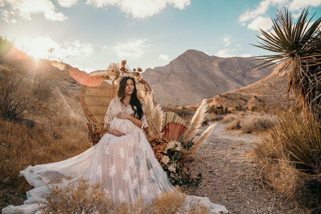 desert maternity shoot